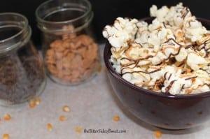 Butterscotch Chocolate Popcorn | thebittersideofsweet.com