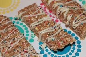 Funfetti Cake Mix Granola Bars via thebittersideofsweet