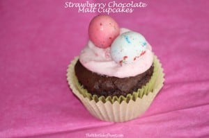 Strawberry Chocolate Malt Cupcakes | thebittersideofsweet.com #cupcakes