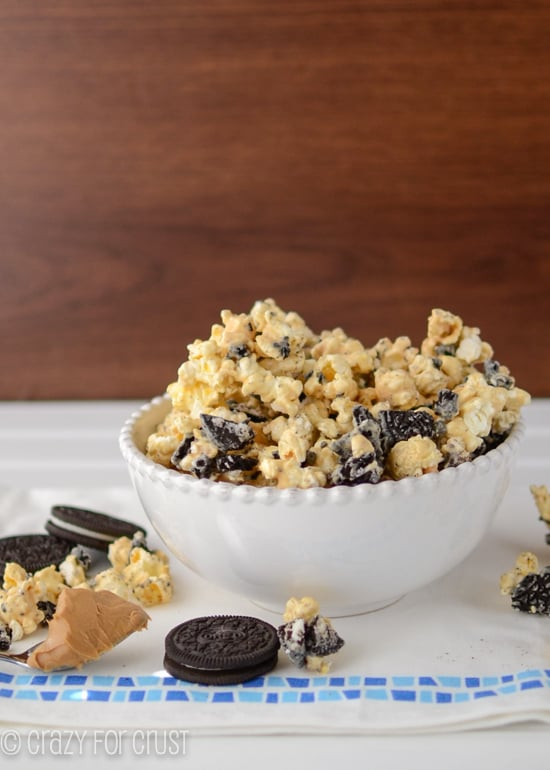 Oreo-Peanut-Butter-Popcorn-1-of-4