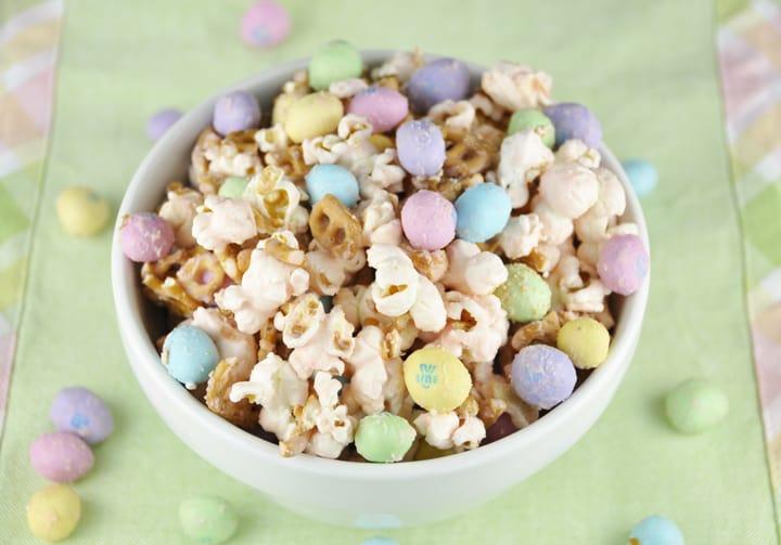 Salted-Caramel-Easter-Popcorn-1