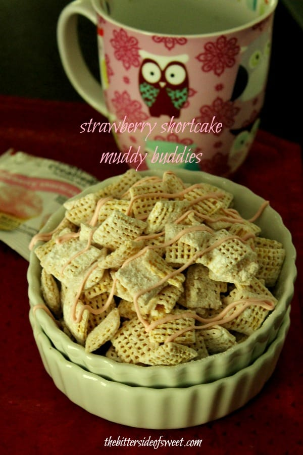 strawberry shortcake muddy buddies | thebittersideofsweet.com