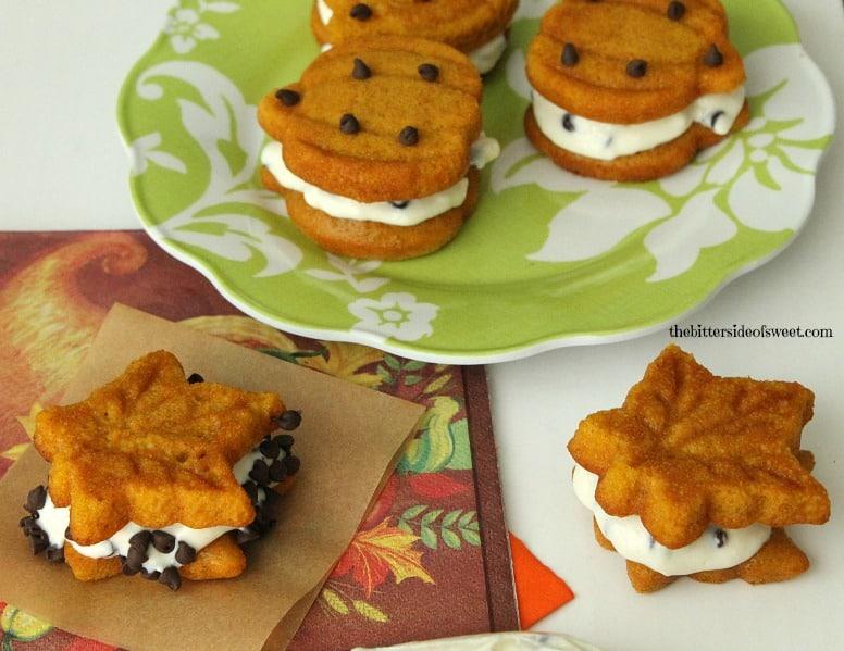 Pumpkin Roll Whoopie Pies taste just like pumpkin roll but just in cookie form. | thebittersideofsweet.com