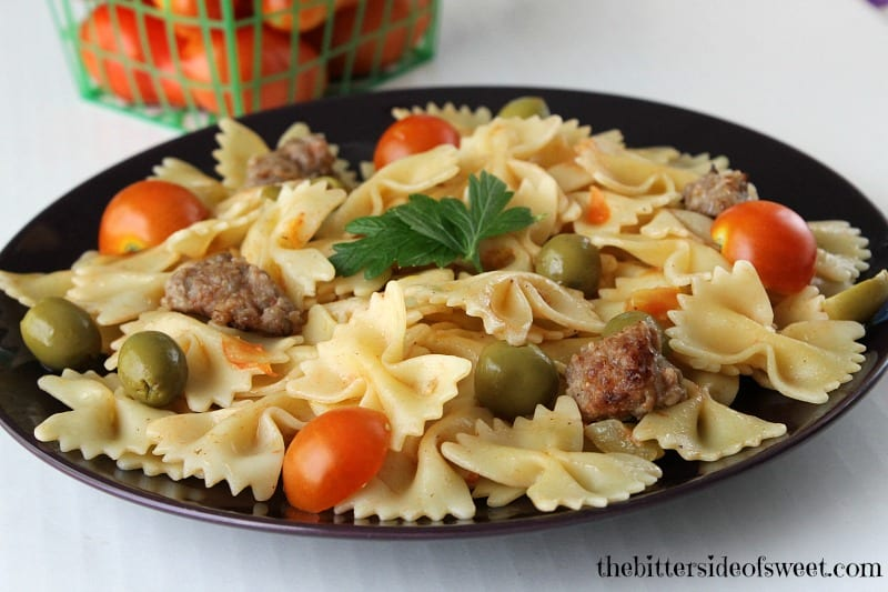 Making dinner solutions easy and simple with this Sausage Tomato Pasta | thebittersideofsweet.com