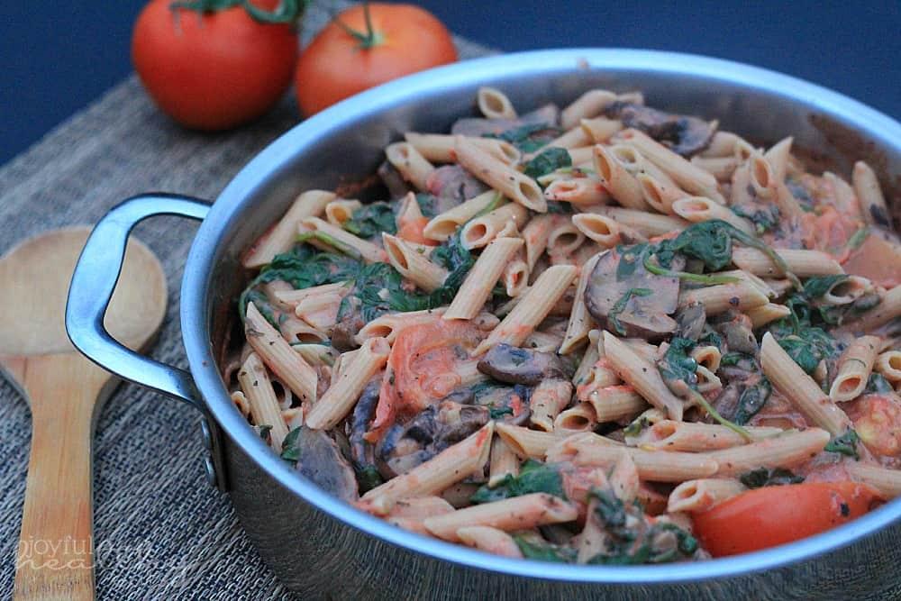 Spinach-Mushroom-Pasta-with-Creamy-Tomato-Sauce-3