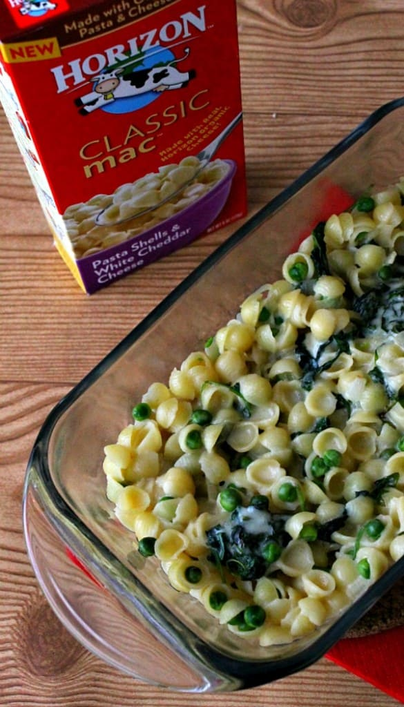 Give kids (and adults!) the cheesy taste they crave. Baked Peas and Kale Macaroni and Cheese | thebittersideofsweet.com #sponsored #macnator
