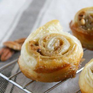 Pecan Pie Cinnamon Rolls | The Bitter Side of Sweet #pecan #pecanpie #breakfast #cinnamonrolls