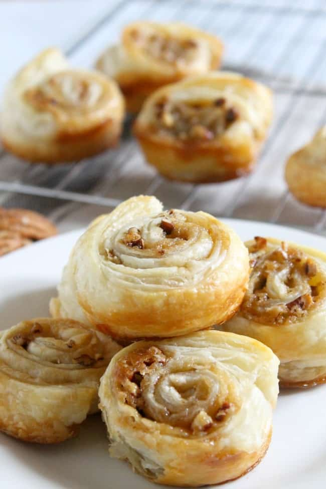 Pecan Pie Cinnamon Rolls | The Bitter Side of Sweet #pecan #pecanpie #breakfast #cinnamonrolls