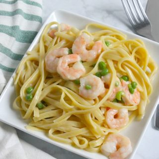 Creamy Shrimp and Peas Fettuccine   The Bitter Side of Sweet #ad #Homemade4TheHolidays #pasta
