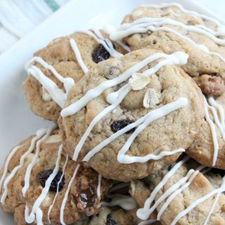 White Chocolate Oatmeal Raisin Cookies  The Bitter Side of Sweet #cookies #ChristmasCookies