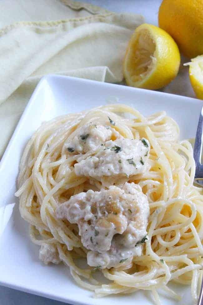 Creamy Lemon Pepper Chicken Spaghetti | The Bitter Side of Sweet #SundaySupper #pasta #dinner