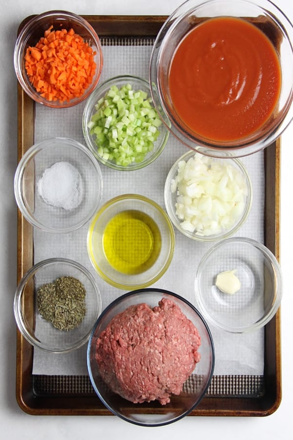 Classic Homemade Pasta Sauce ingredients